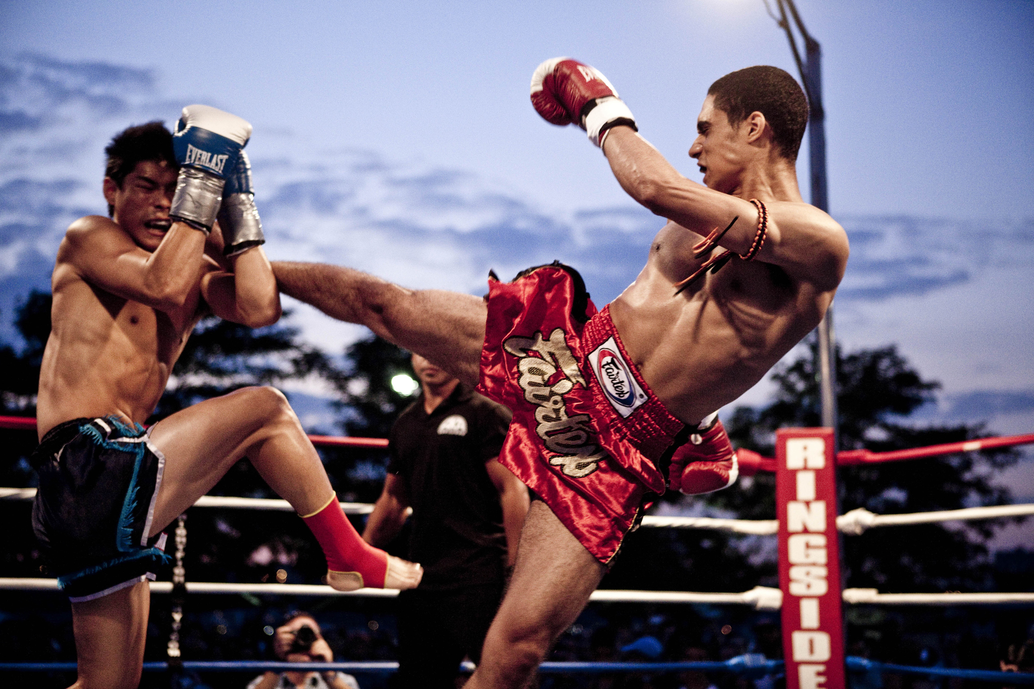 Watch Muay Thai fighters rumble