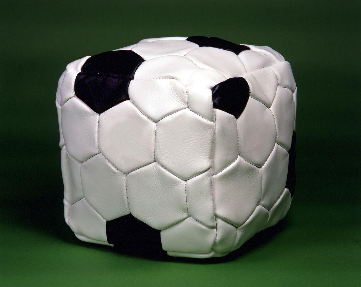 Fabrice Hyber, Le ballon carré