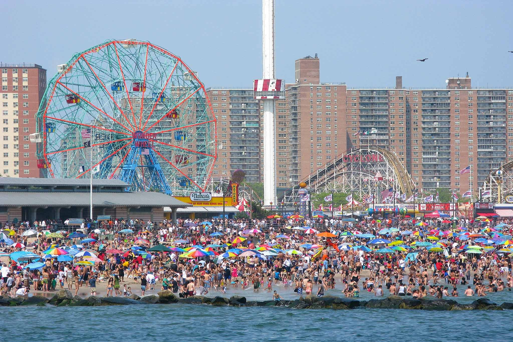 New york attractions coney island slide show for Attractions for new york