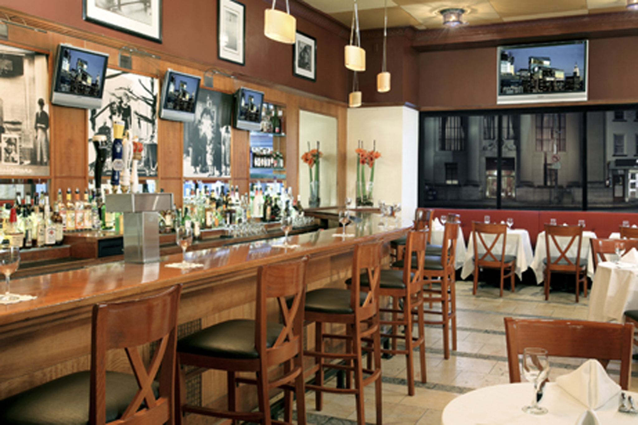 metro grill bars in midtown west new york. Black Bedroom Furniture Sets. Home Design Ideas