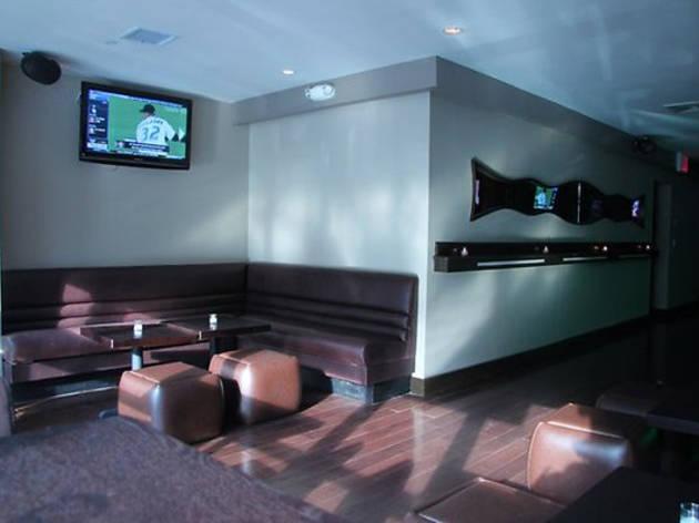 Traffic Bar & Lounge (CLOSED)