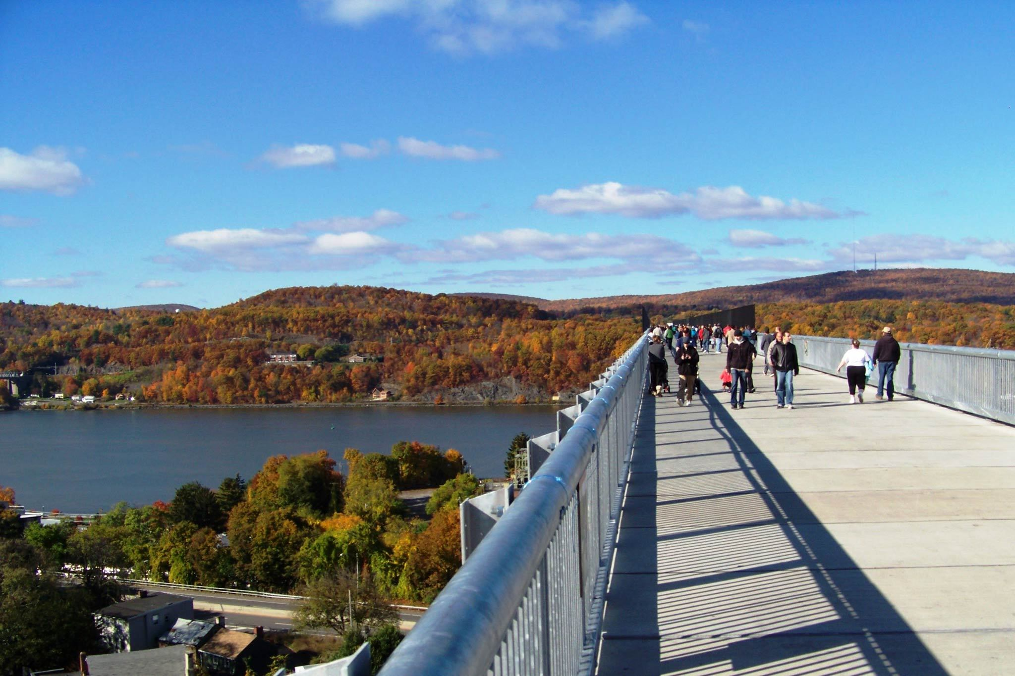 Go upstate to see the autumn leeeeeeaves (of red and gooooold)