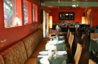 PIPS On Labrea Restaurant