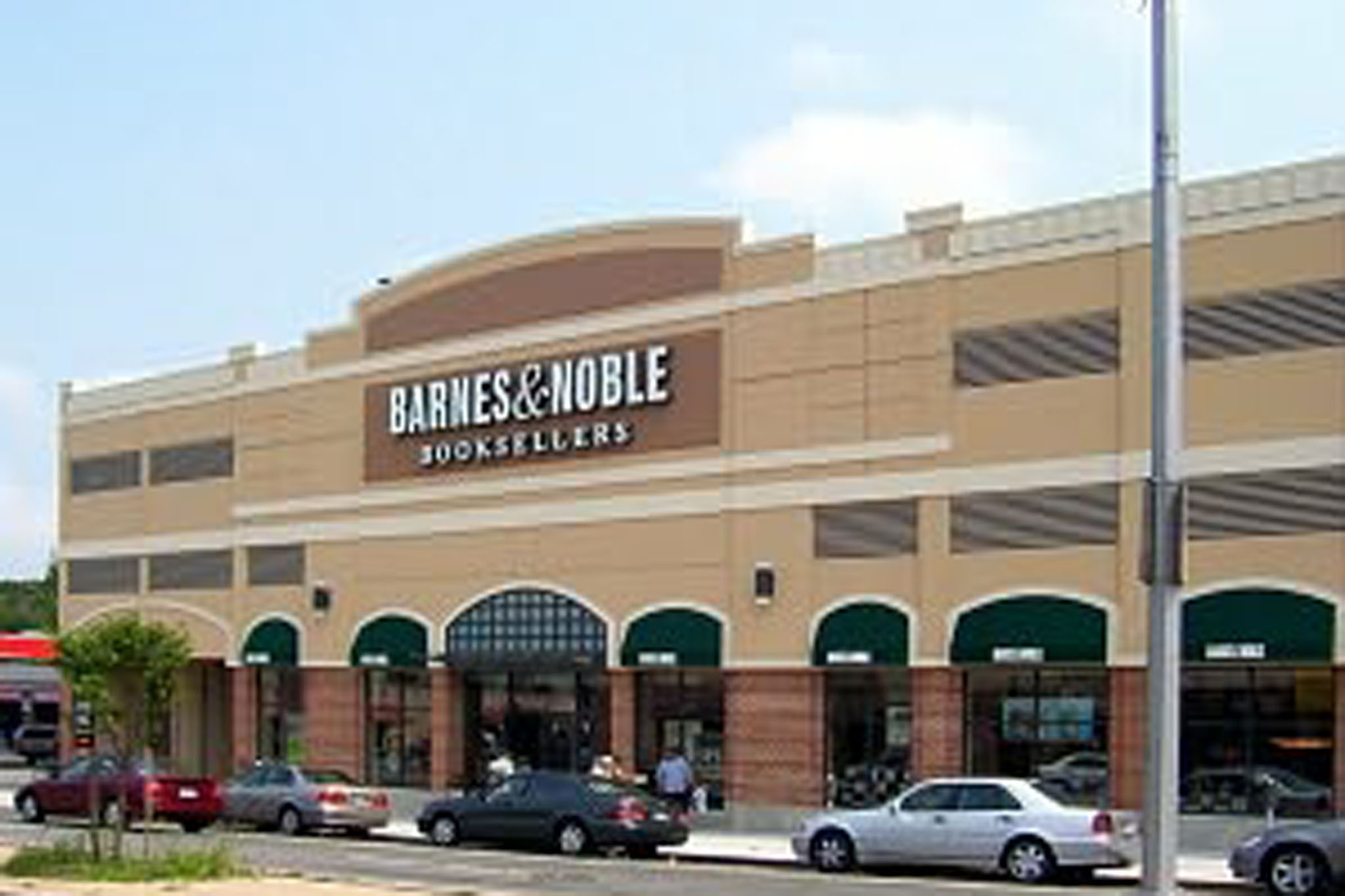 Barnes Noble Fresh Meadows CLOSED