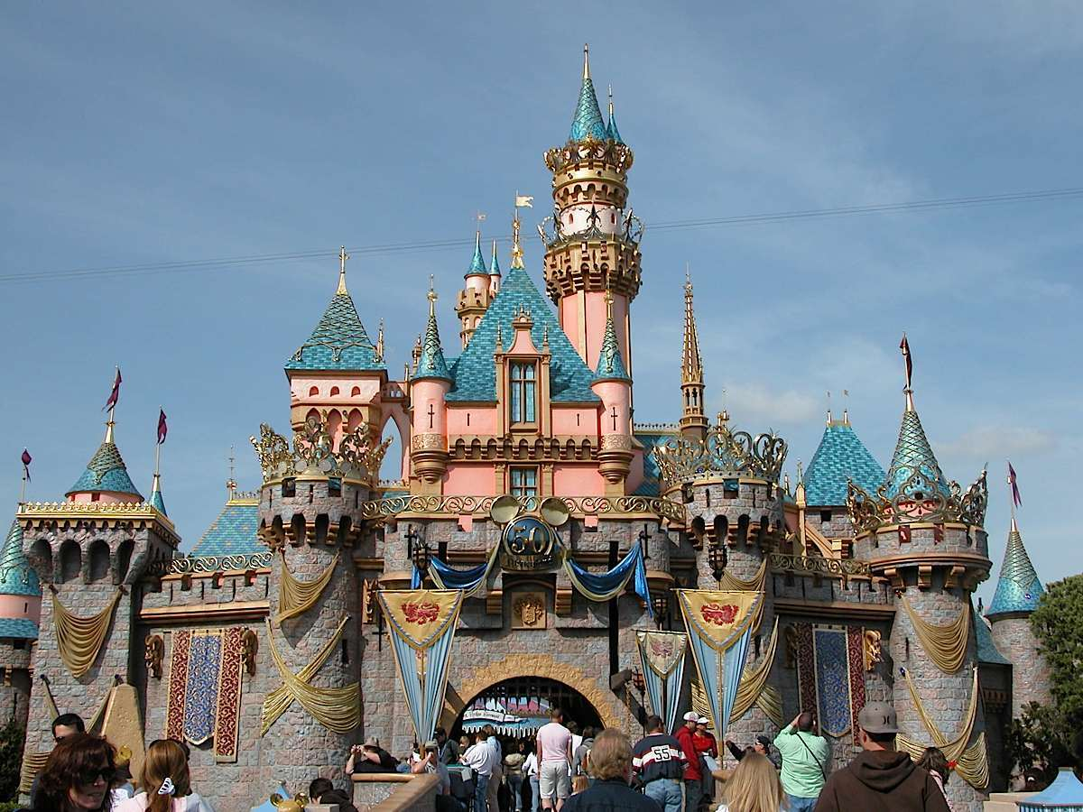 The Essential Disneyland Tips To Make The Most Of Your Visit - The 12 best disneyland attractions for your little princess