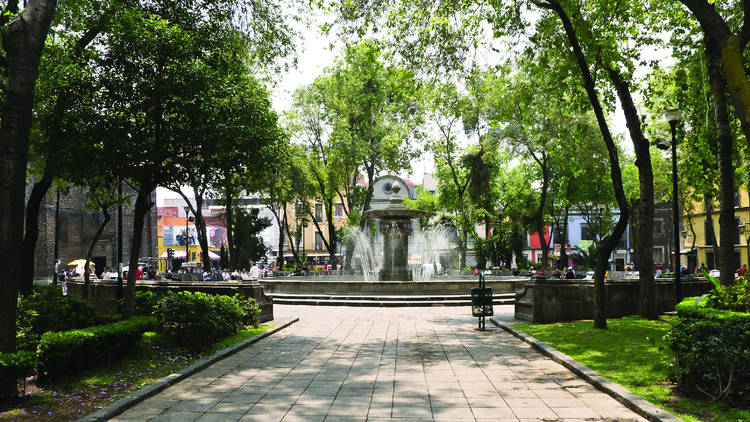 Plaza Loreto, Centro