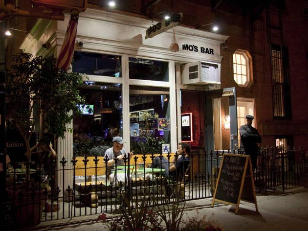 Mo's Bar & Lounge
