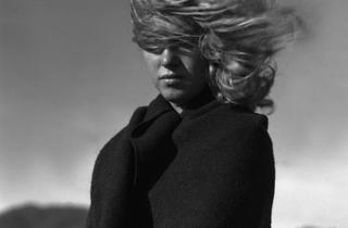 (Andre de Dienes, 'La Mort', Malibu Beach, California, 1946 / Courtesy de la galerie de l'Instant)