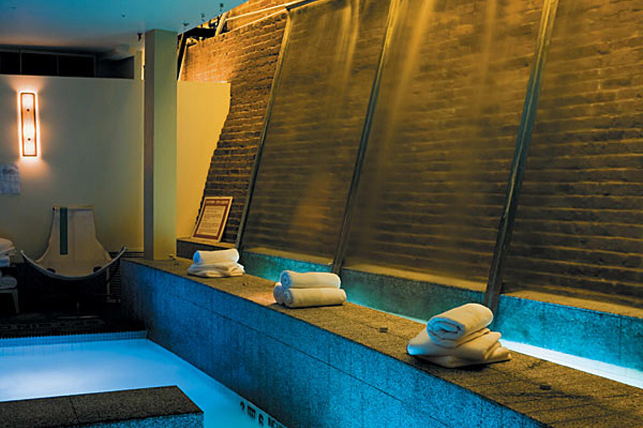 Best spas in new york where to get a massage facial or scrub for Fish spa near me