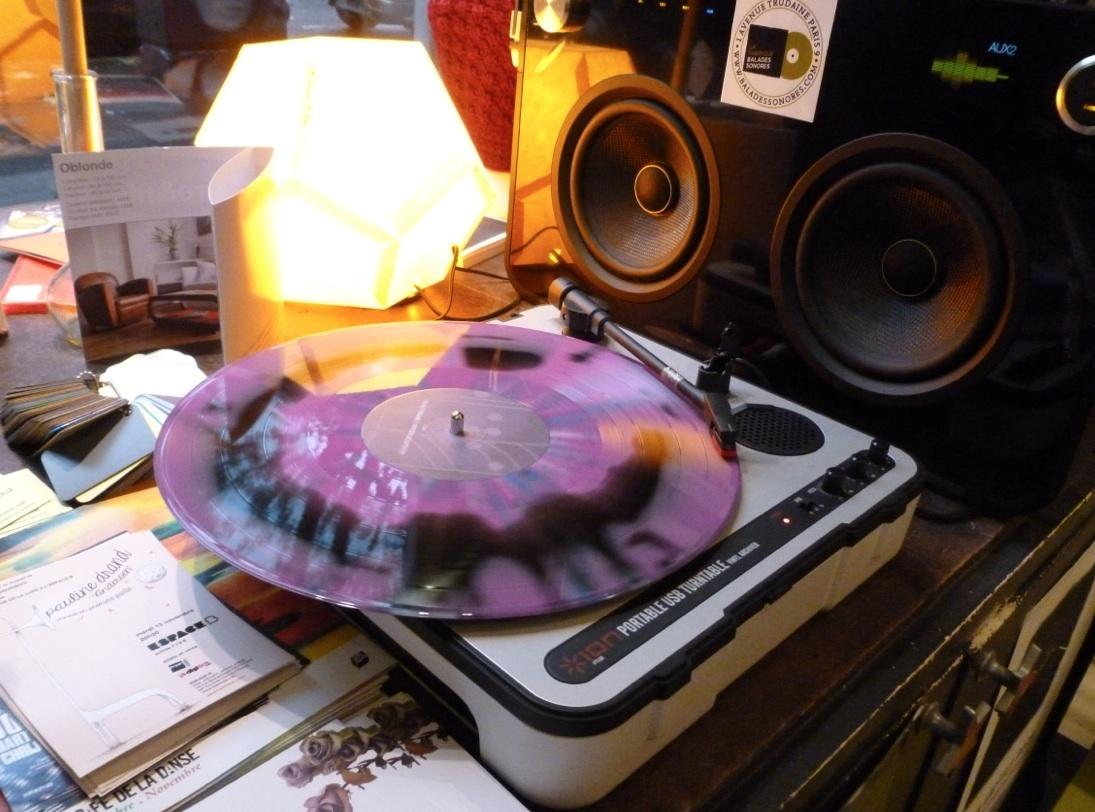 Une platine vinyle