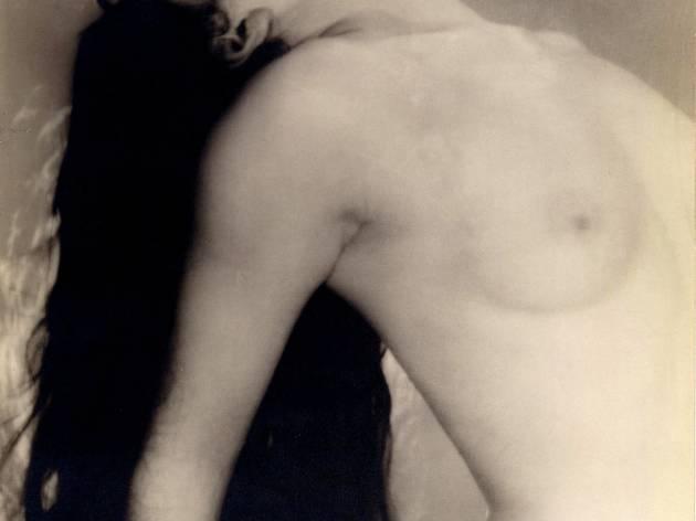 (Man Ray, 'Grand nu renversé en arrière', 1923 / © Man Ray Trust / ADAGP, Paris 2012 / BnF, Estampes et photographie)