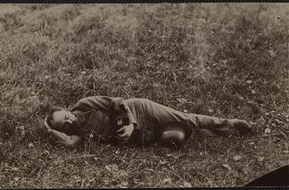 (Emile Zola, 'Médan. Autoportrait avec son chien Pimpin', 1895 / BnF, Estampes et photographie)
