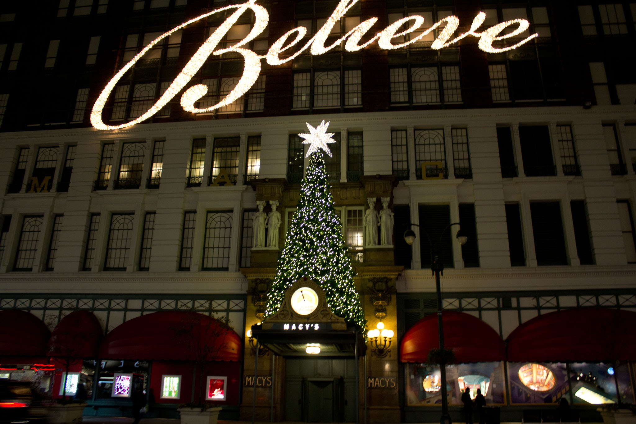 Christmas shopping and window displays in New York