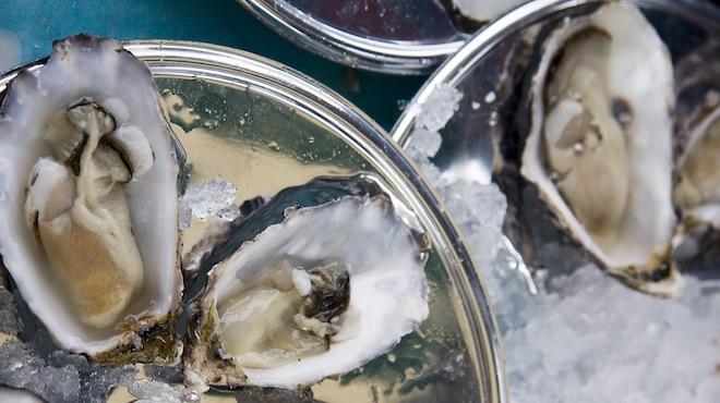 Manger des huîtres chez Pleine Mer