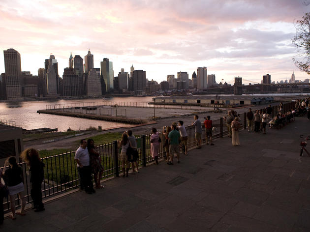 Brooklen Heights promenade and views of Manhattan