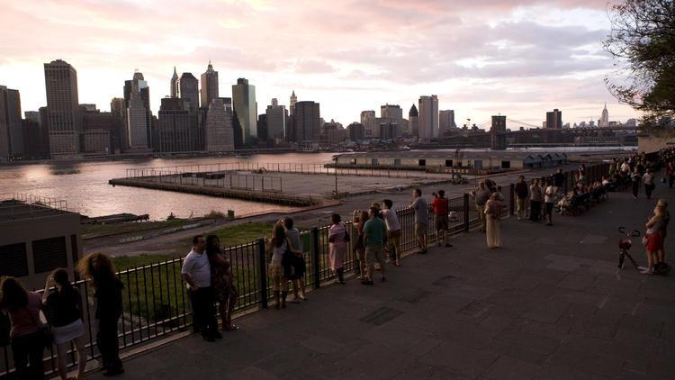 Brooklen Heights promenade and views of Manhattan