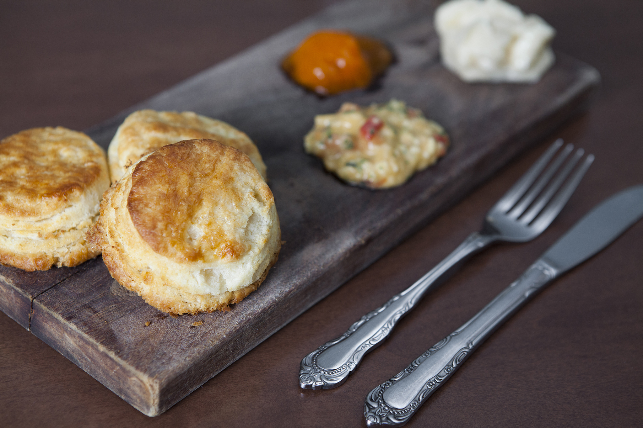 Biscuits with honey butter, persimmon preserves and pimento cheese at The Hart and the Hunter