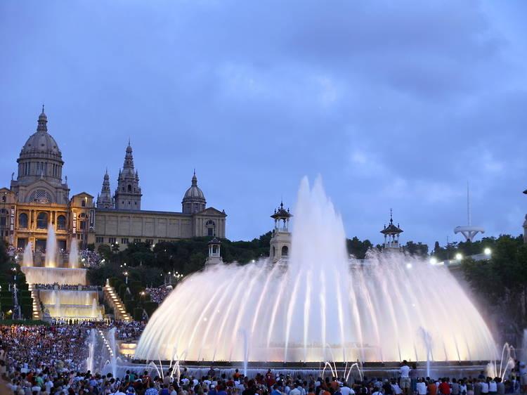 Ver el espectáculo de las Fuentes de Montjuïc