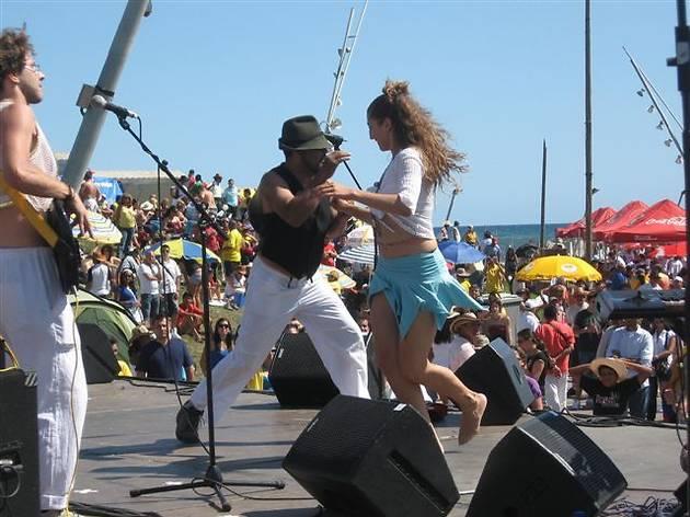 bailando_frente_al_mar.jpg