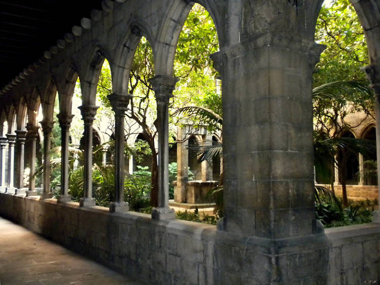 Regalarse un rato de silencio en el claustro de Santa Anna