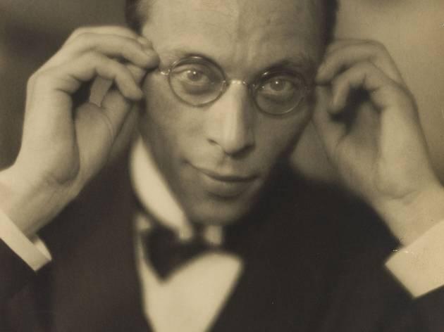 ('Louis Jouvet', vers 1925 / Parisienne de Photographie / © Laure Albin Guillot / Roger-Viollet)