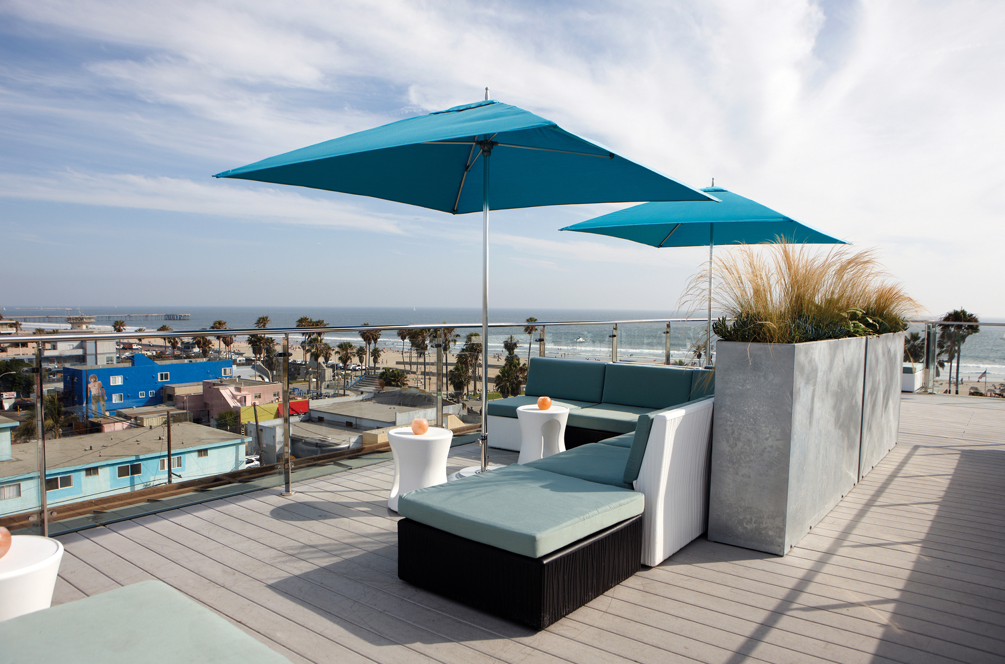 Sip oceanside drinks at the best rooftop bars