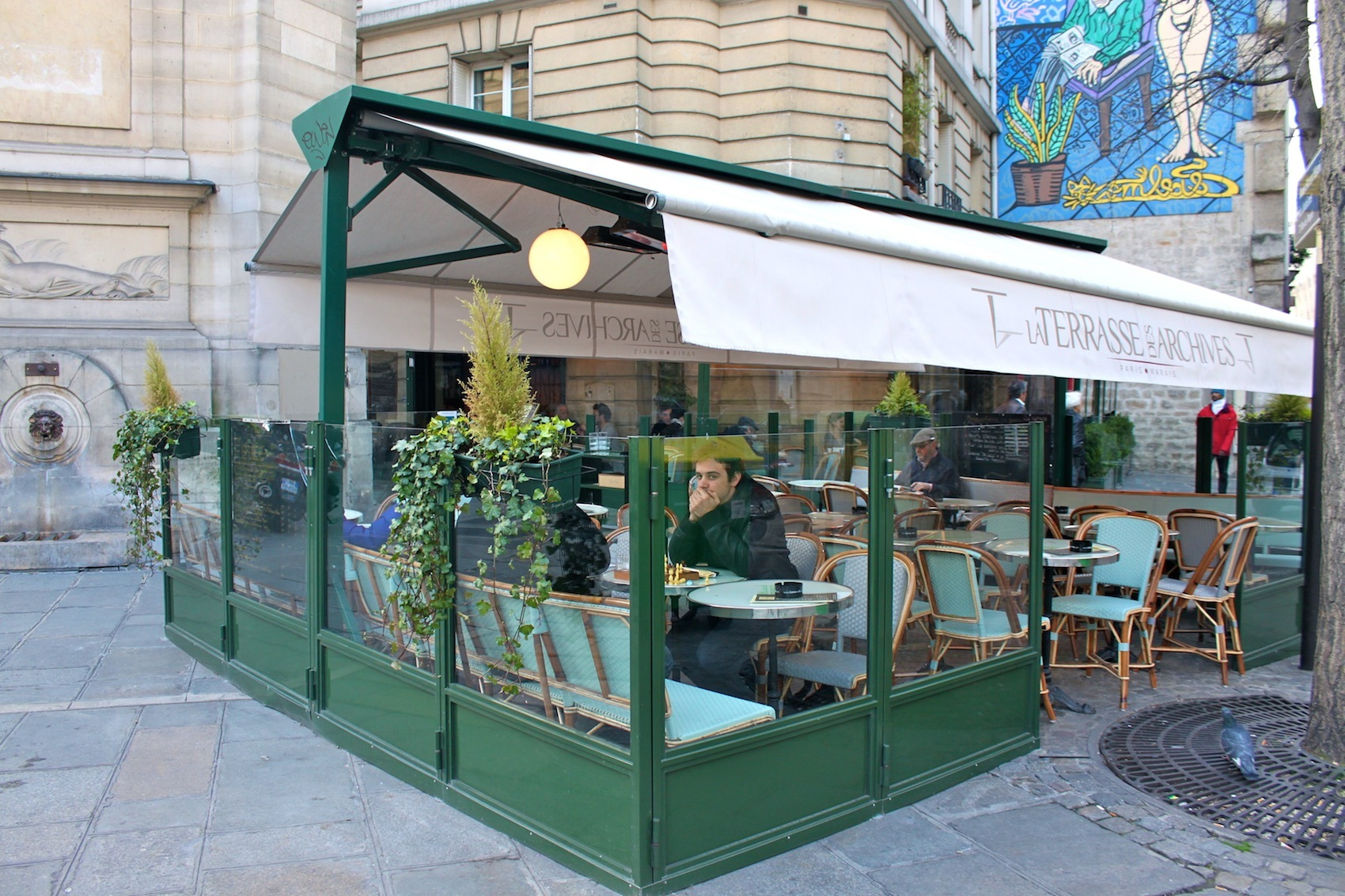 la terrasse des archives bars le marais paris. Black Bedroom Furniture Sets. Home Design Ideas