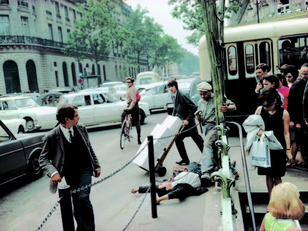 ('Paris, France', 1967 / © Joel Meyerowitz / Courtesy Howard Greenberg Gallery, New York City)