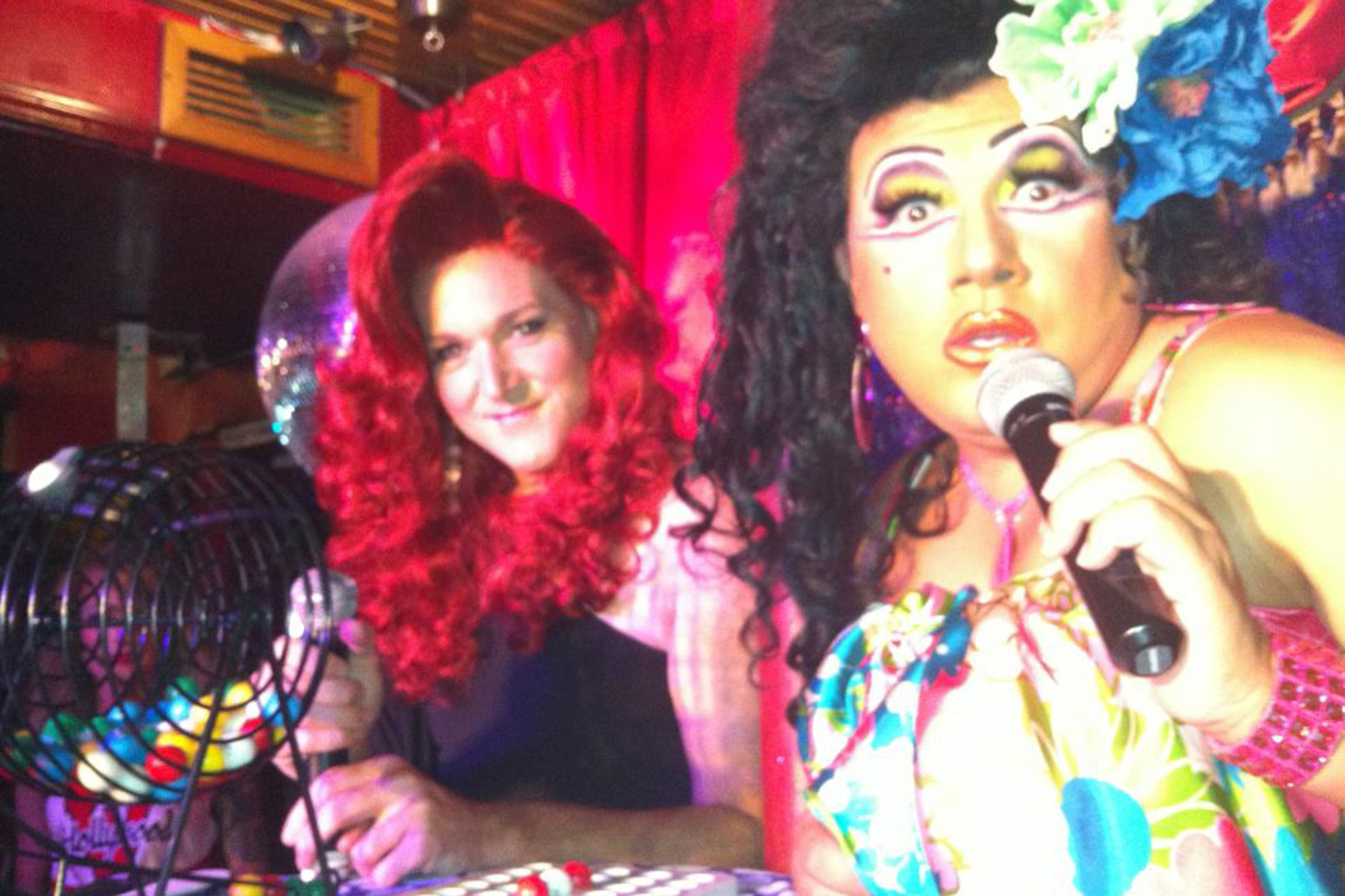 Play bingo with drag queens