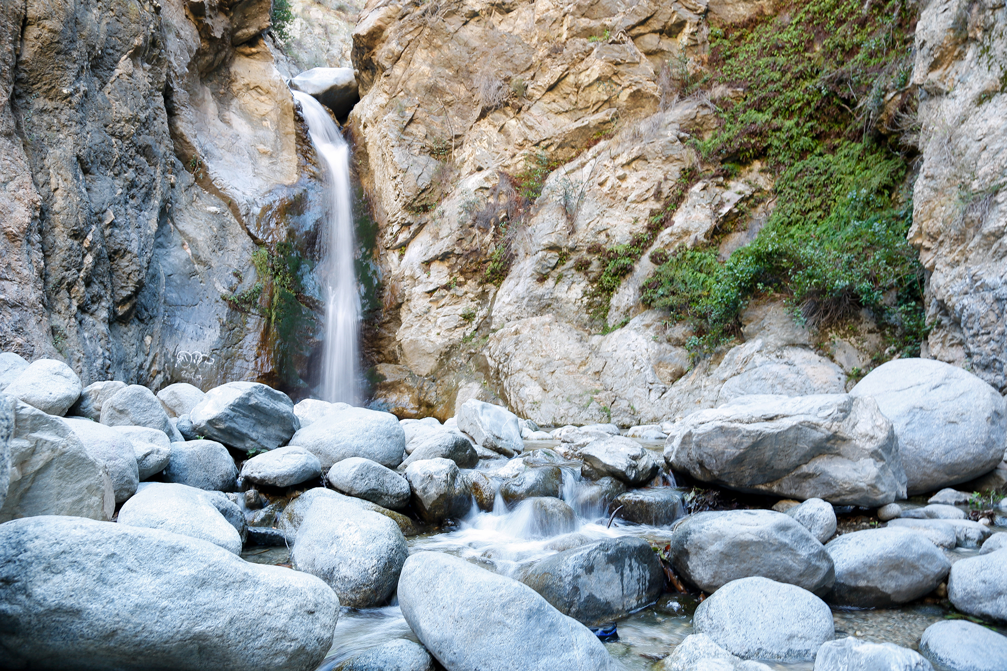 Hiking trails in LA: Eaton Canyon Falls