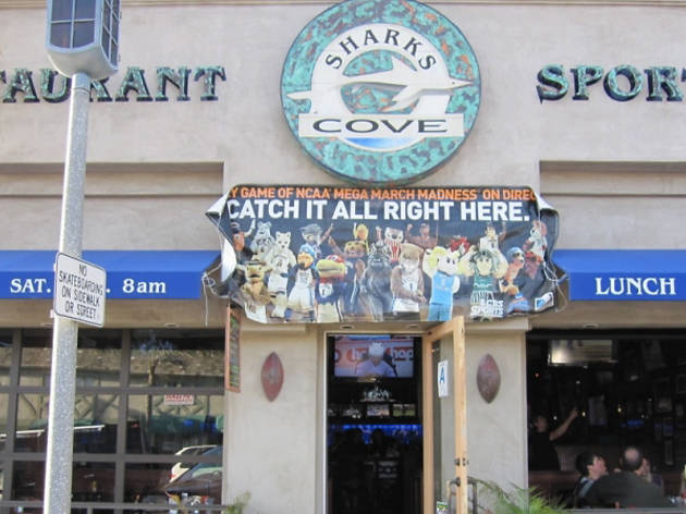 Shark's Cove Sports Bar & Restaurant