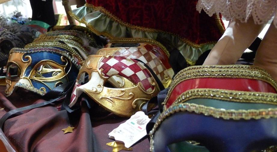 Pour un vrai beau costume • Au bal masqué