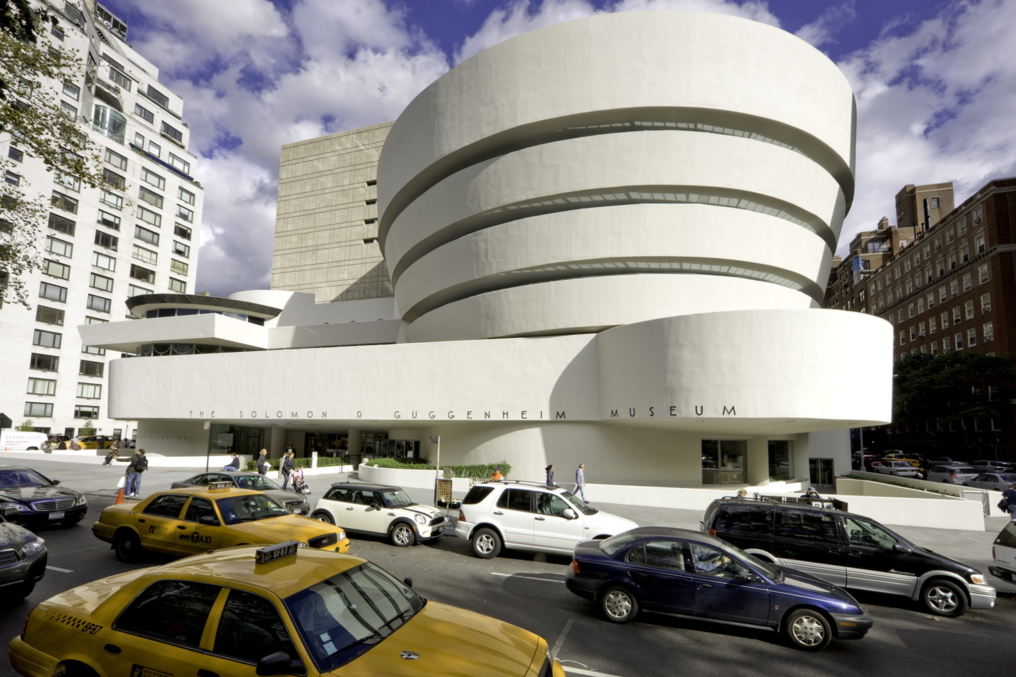 Bien-aimé Guggenheim New York museum guide to exhibits and more GE05