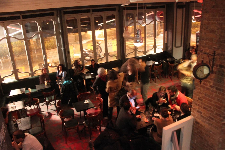 la maison bars and pubs in 10e arrondissement paris. Black Bedroom Furniture Sets. Home Design Ideas