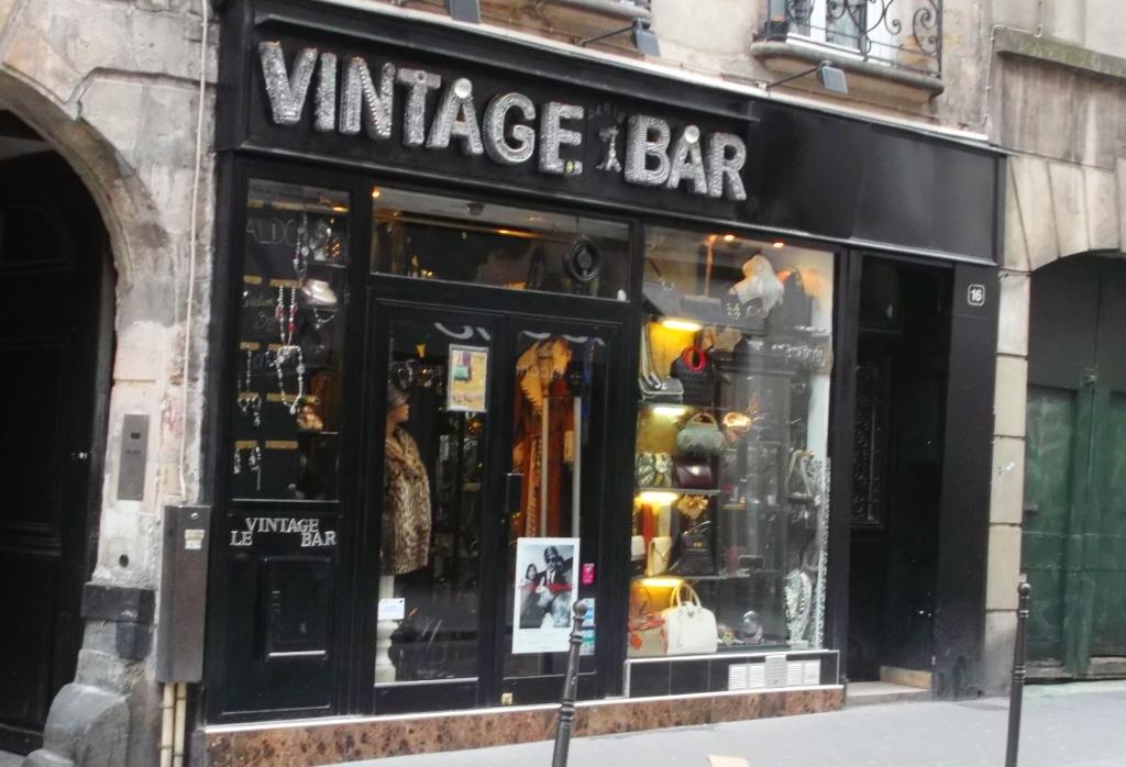 Vintage Bar Shopping In Le Marais Paris