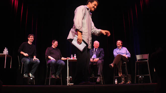 Neil deGrasse Tyson moonwalks at StarTalk Live with Buzz Aldrin