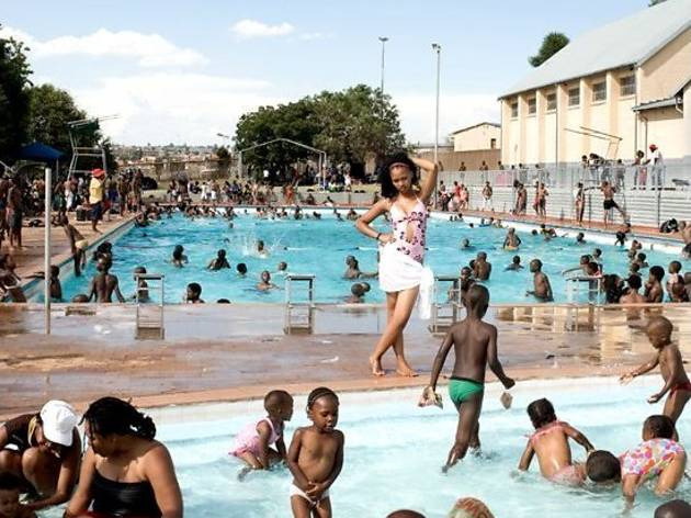 (Jodi Bieber, 'Orlando West Swimming Pool, Orlando West, Soweto', 2009 / © DR)
