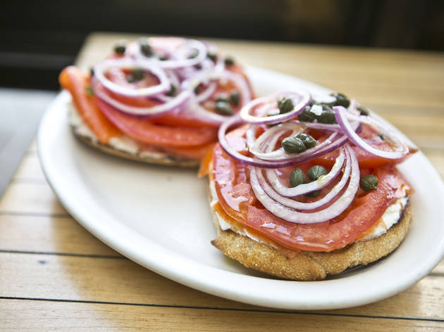 how to prepare bagels and lox