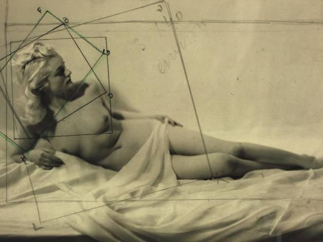 ('Etude de nu', c. 1940 / Collections Roger-Viollet et Parisienne de Photographie / © Laure Albin Guillot / Roger-Viollet)