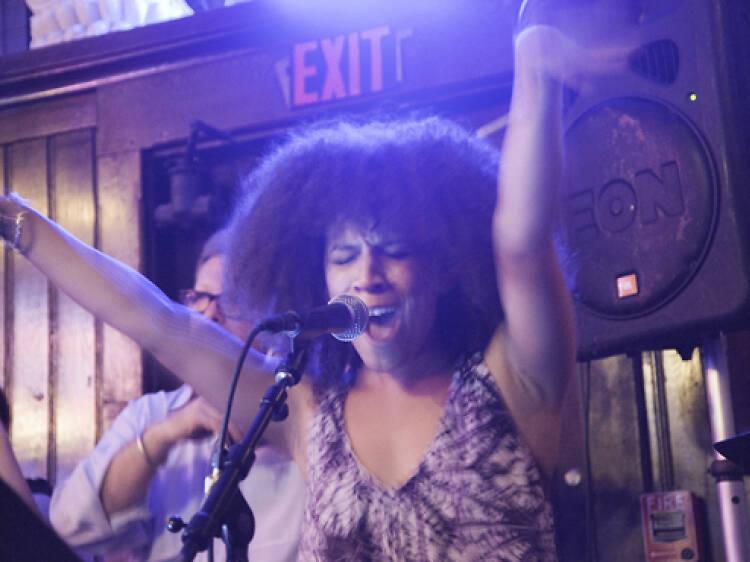 As melhores músicas de karaoke para brilhar