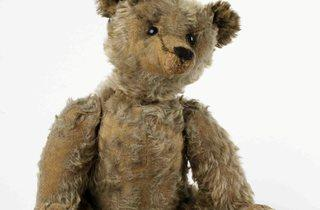 (Teddy bear 1905-10 © V&A Images)