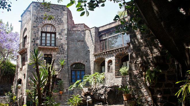 Creación de ofrenda. Casa Fortaleza de Emilio el Indio Fernández