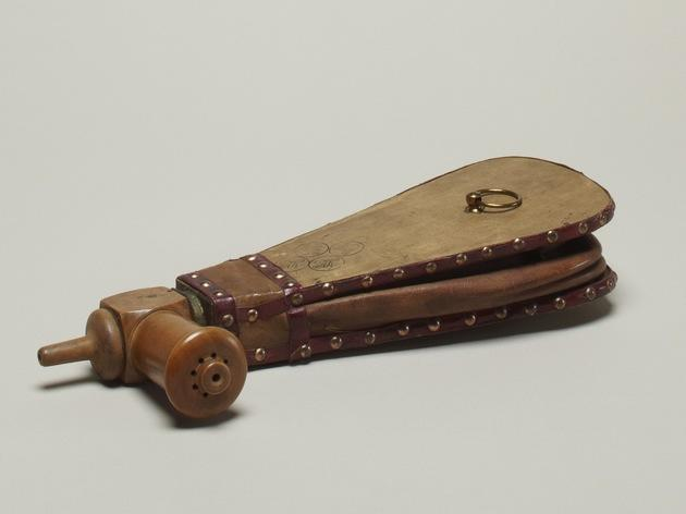 Leather resuscitator at Wellcome Collection