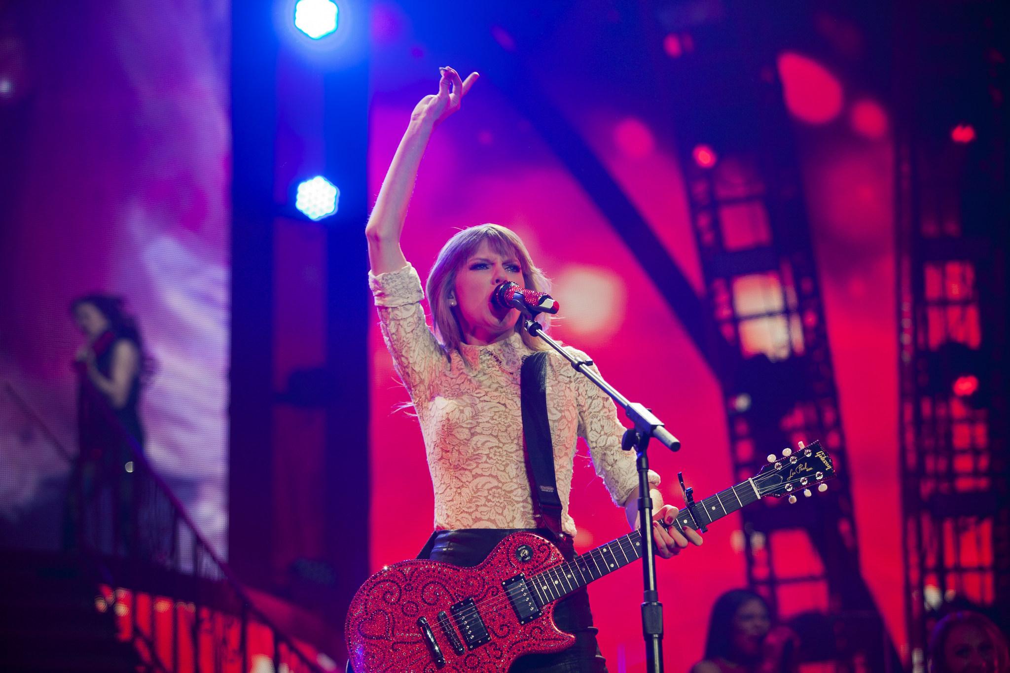 Taylor Swift live at Club Nomadic