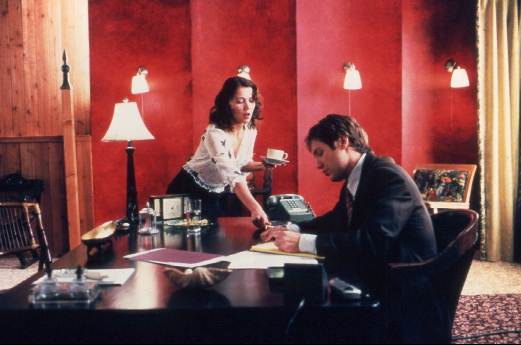 The secretary maggie gyllenhaal desk scene girls