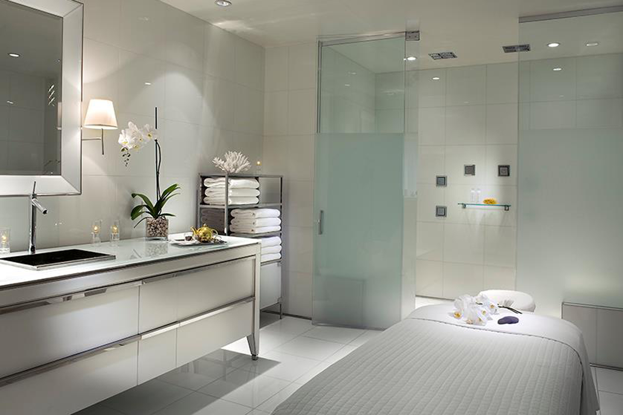 Amazoncom Ultimate Bathroom Design 9783823845966
