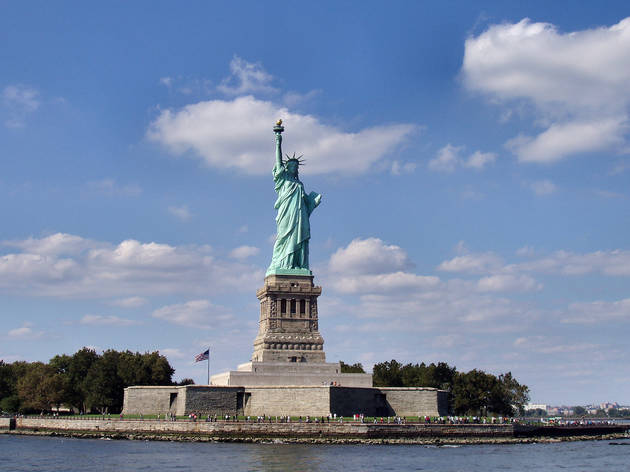 Skip the Line: Statue of Liberty and Ellis Island Walking Tour