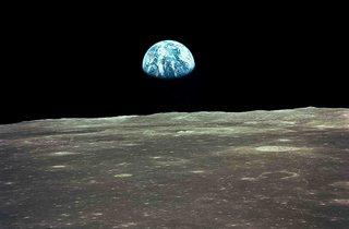 Earthrise (© NASA/Johnson Space Center)