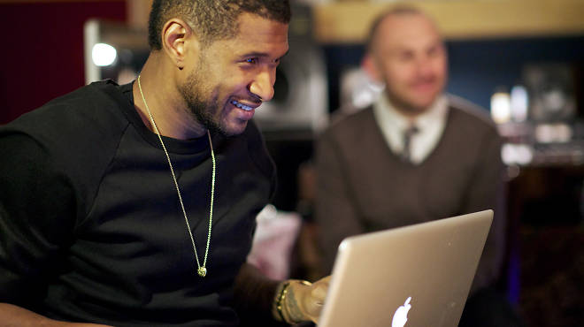 Usher, using a laptop...just like us!