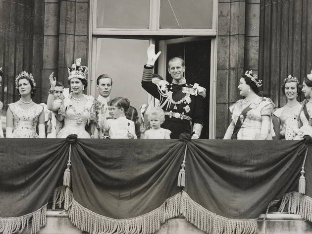 Royal family on the balcony (Royal Collection Trust / © Her Majesty Queen Elizabeth II 2013)